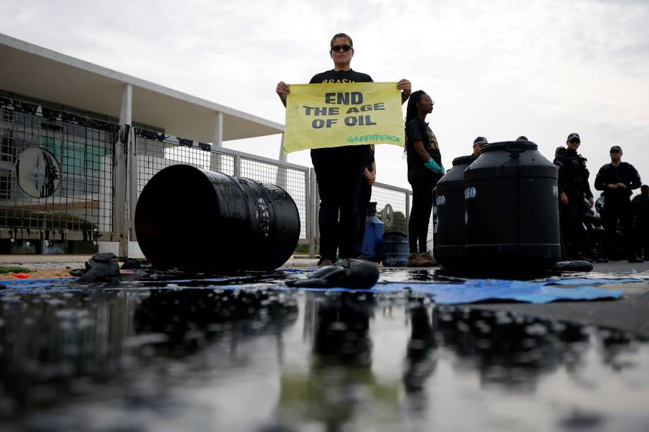Plenário rejeita queixa-crime do Greenpeace contra ministro do Meio Ambiente