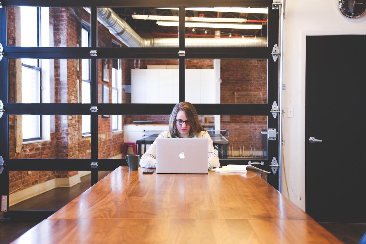 Mudança de sistema computacional no trabalho contribuiu para depressão de corretor de seguros