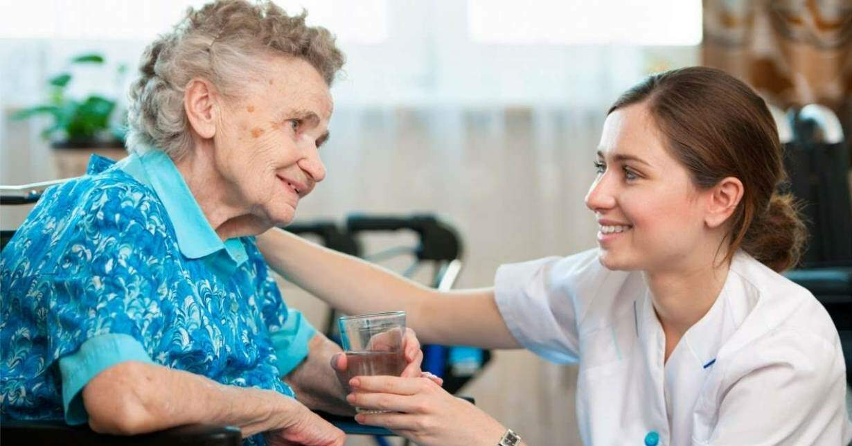 Cuidadora de lar de idosos não receberá adicional de insalubridade