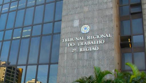 TRT2 veda desconto de contribuição assistencial sem autorização