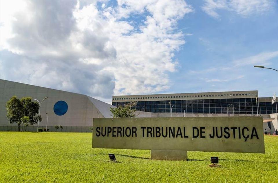 STJ exige assinatura de testemunhas para execução de título