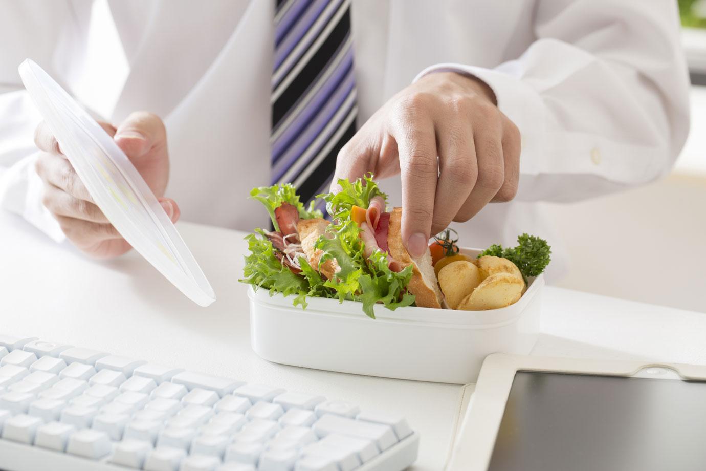 TRT3 afasta inclusão de lanche em cartão alimentação